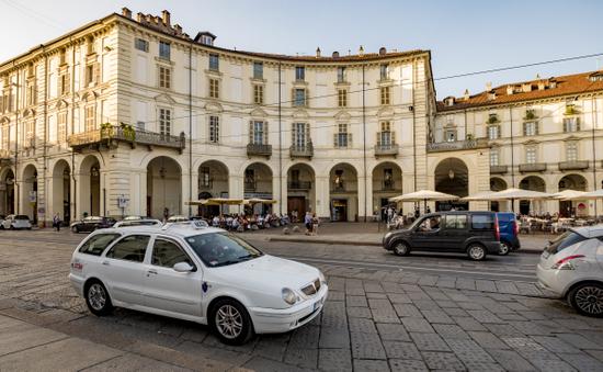 Turijn_piazza-veneto-taxi