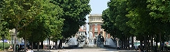 Piazza Solferino met Teatro Alfieri en Palazzo Ceriana